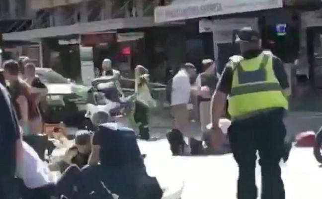 Dos detenidos tras el atropello «deliberado» de 19 personas en Melbourne