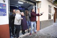 Siete de los ocho quintos premios riegan de euros la Comunitat