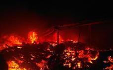 Un incendio quema una nave industrial en Algemesí