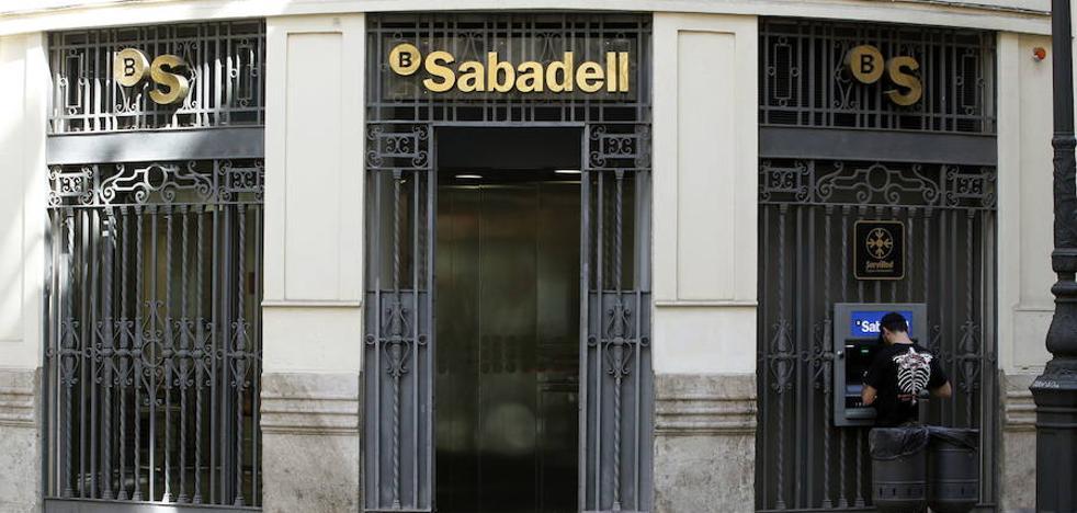 Santander, BBVA y Sabadell pierden 9.200 millones en depósitos en octubre, el mismo mes de la DUI