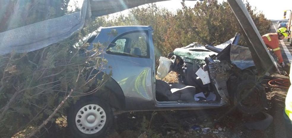 Herido un hombre de 80 años al quedar atrapado en su coche tras chocar contra la mediana de la A-3