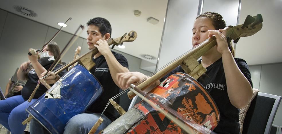 La magia de la 'Orquesta Basura'