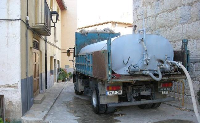Ares del Maestrat, el pueblo valenciano que lleva desde agosto abasteciendo a sus 200 vecinos con una cuba diaria de agua
