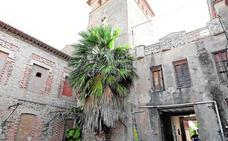 Gandia cierra una grieta en la Torre dels Pares para evitar su desplome