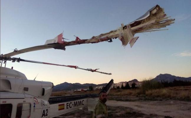 Un herido grave al chocar un ultraligero contra un helicóptero que volvía del incendio de Culla