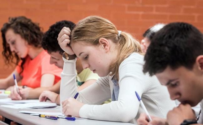 Uno de cada cinco universitarios excelentes renuncia a la beca de Educación