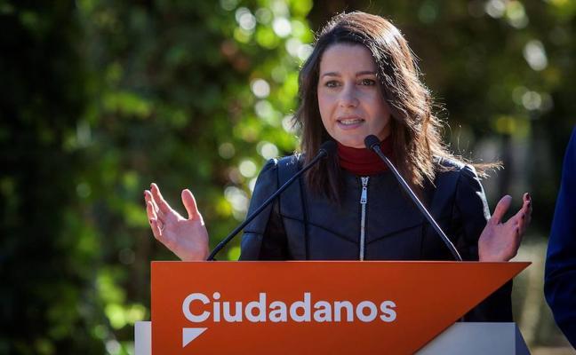 Arrimadas quiere impedir una mayoría independentista en la Mesa pactando con los comunes