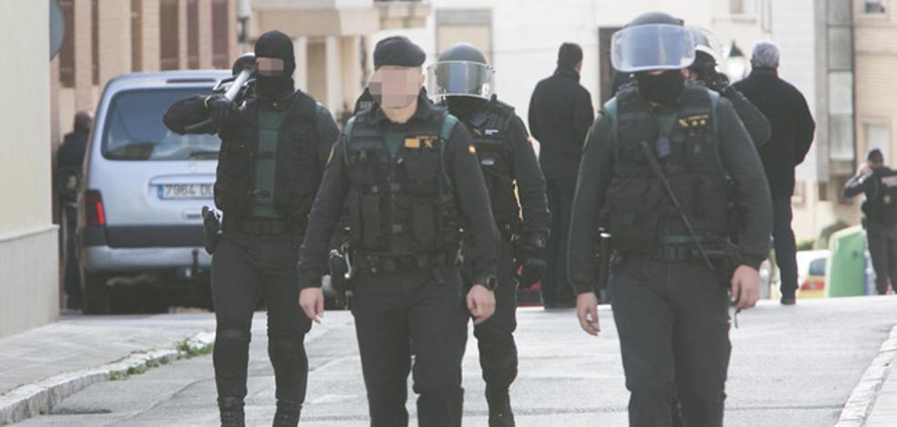 Un guardia civil vestido de médico redujo al hombre que se había atrincherado en Requena