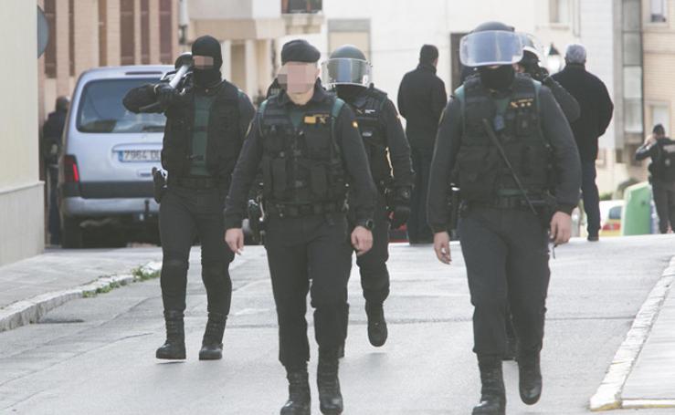 Fotos de la detención del maltratador atrincherado en Requena