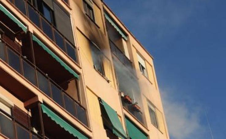 Fotos del incendio en una vivienda de la calle Carteros