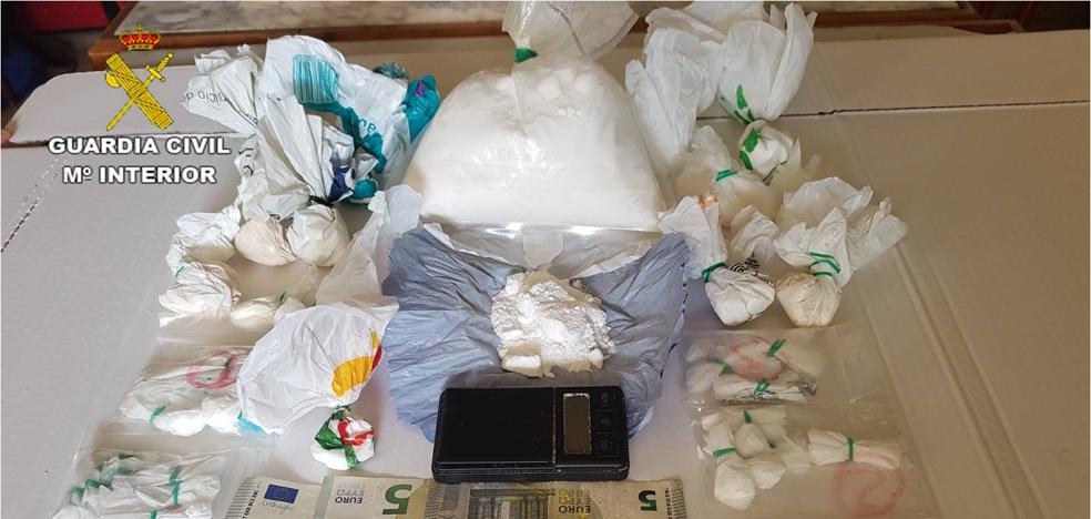 La Guardia Civil desarticula dos activos puntos de venta de drogas en Xàbia y El Campello
