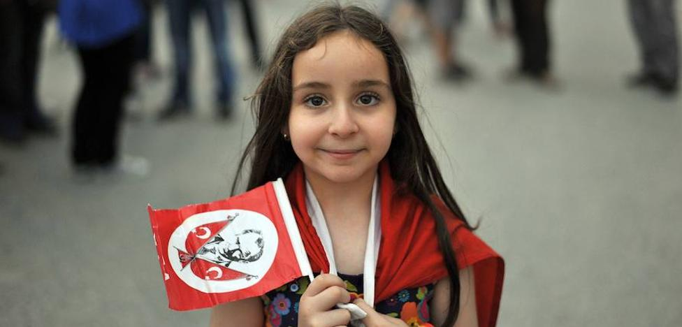 Polémica en Turquía al afirmarse que niñas de 9 años están en «edad núbil»