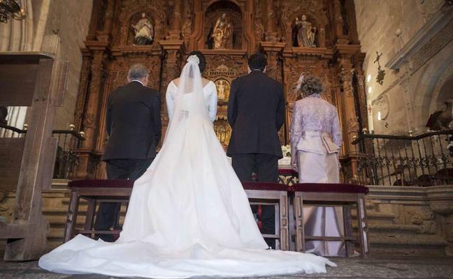 Un cura británico multará a los novios que lleguen tarde a su boda