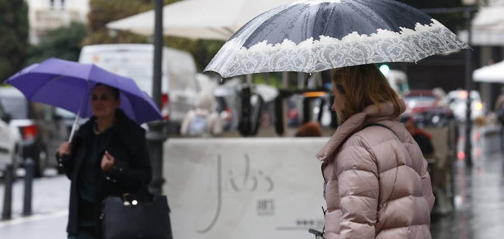 La lluvia hace acto de presencia en Valencia