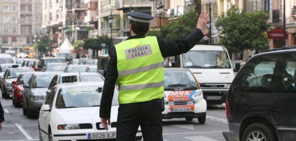 Oposición y sindicatos cargan contra los requisitos de policías locales en Fallas