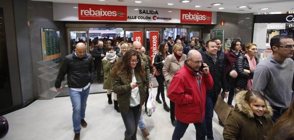 Los comercios se preparan para un inicio de rebajas de récord y prevén vender un 3% más