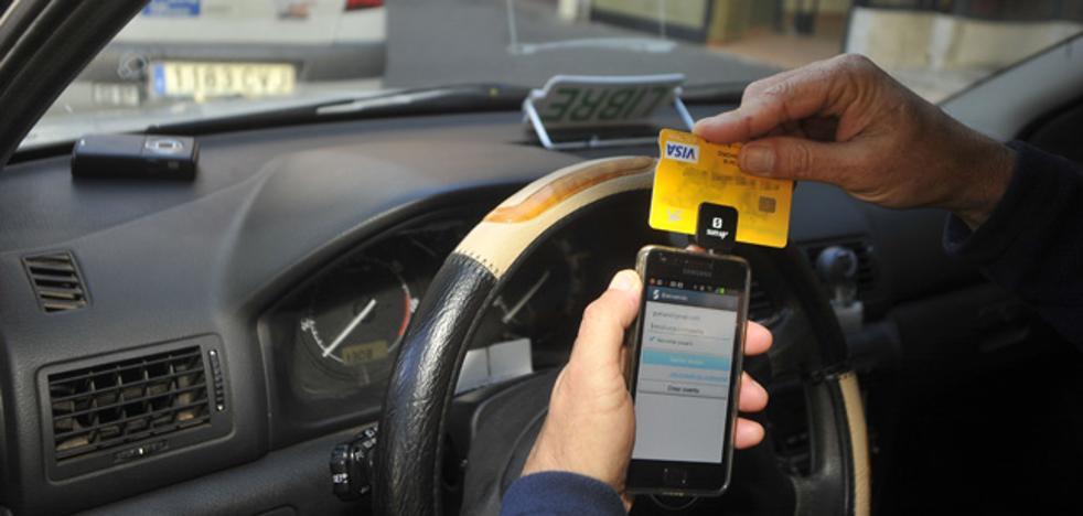 Todos los taxis de la Comunitat admiten desde mañana el pago con tarjeta