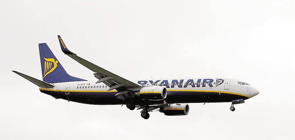 Ryanair cobrará desde mañana por llevar la maleta en la cabina