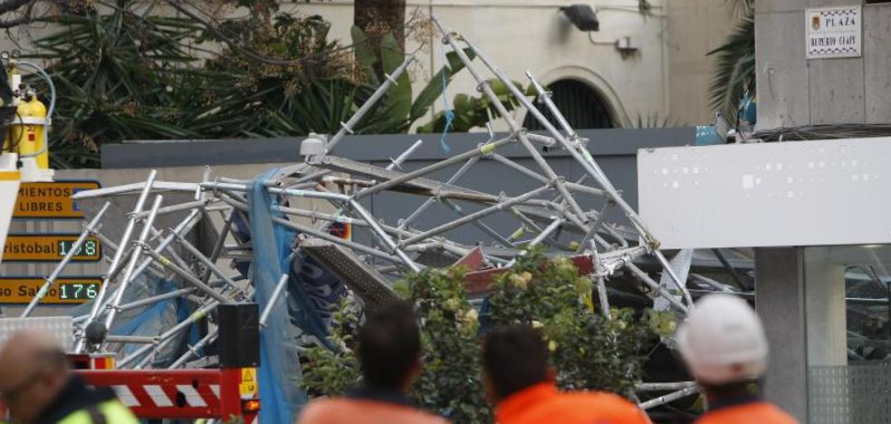 Retiran el gran andamio desplomado de Alicante sin hallar ninguna víctima