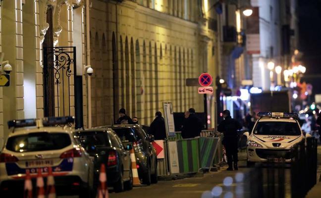 Atraco en el hotel Ritz de París: roban millones en joyas armados con hachas