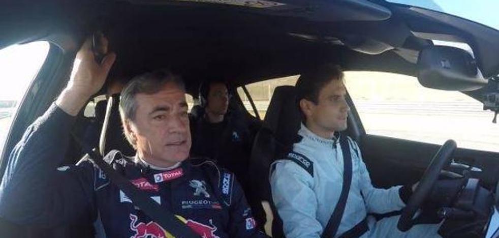 Carlos Sainz enseña a conducir a David Ferrer
