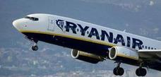 Un avión que despegó de Alicante aterriza de emergencia en Santander por dos pasajeros «con actitud agresiva»