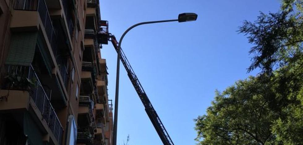Hallan el cadáver de un anciano que llevaba muerto una semana en su casa en Valencia