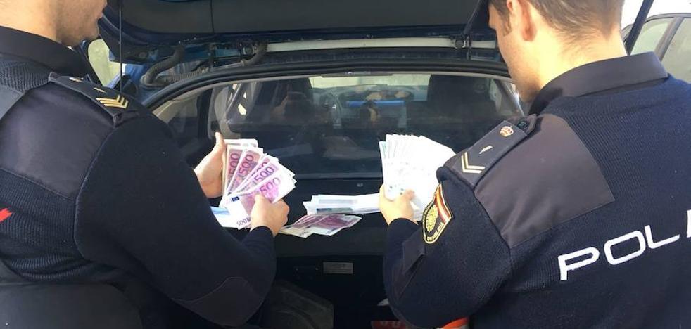 Detenida en Valencia por tratar de estafar con un falso décimo premiado de lotería y tragárselo para ocultarlo