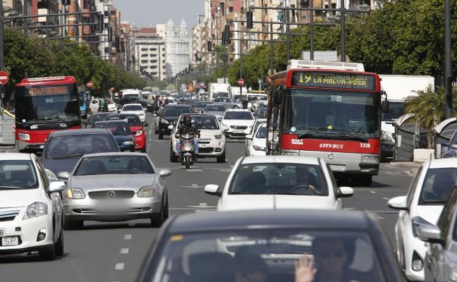 Trabajadores de la EMT alertan del caos de tráfico ante el inminente cambio de líneas