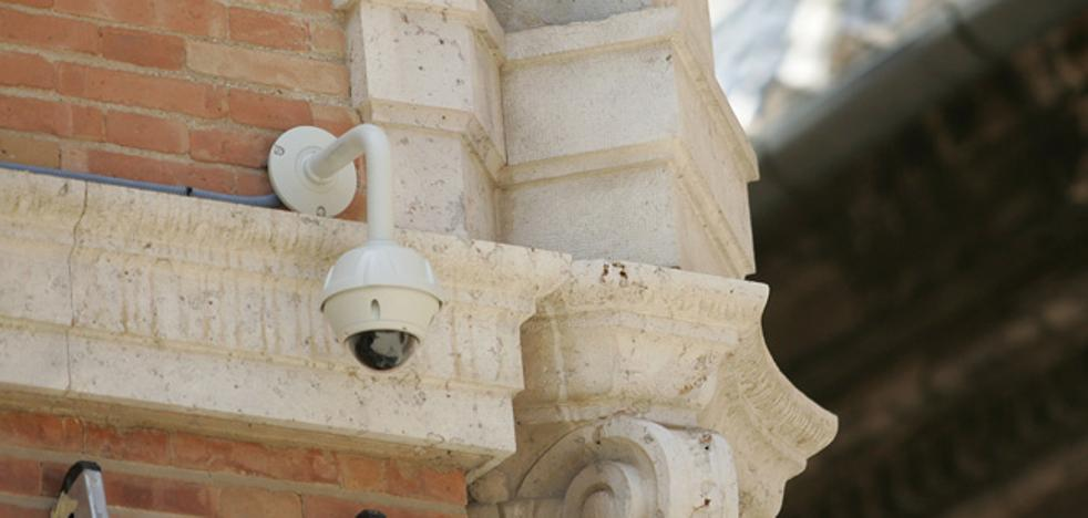 El Ayuntamiento de Valencia estudia instalar cámaras en los monumentos