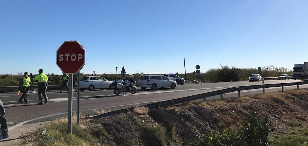 Un motorista herido tras un accidente con un vehículo en Tavernes de la Valldigna