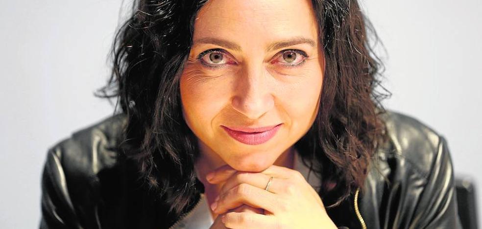 Teresa Guirado: «A Valencia le falta fuerza en el mundo literario nacional»