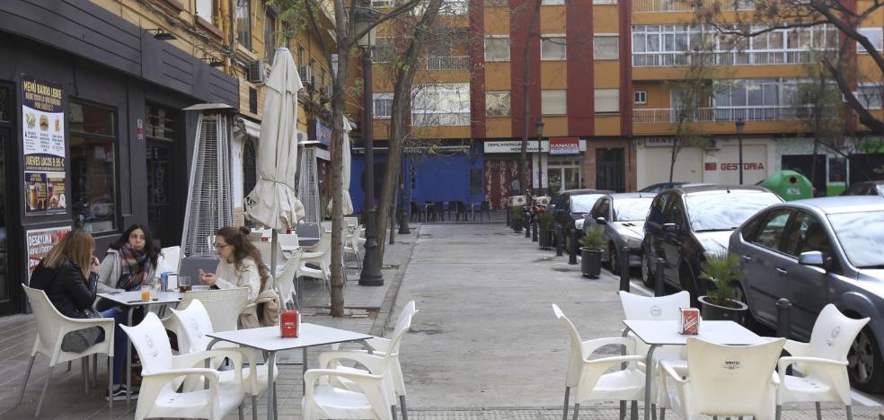 Los hosteleros no pueden ocupar las nuevas zonas de terrazas en Xúquer