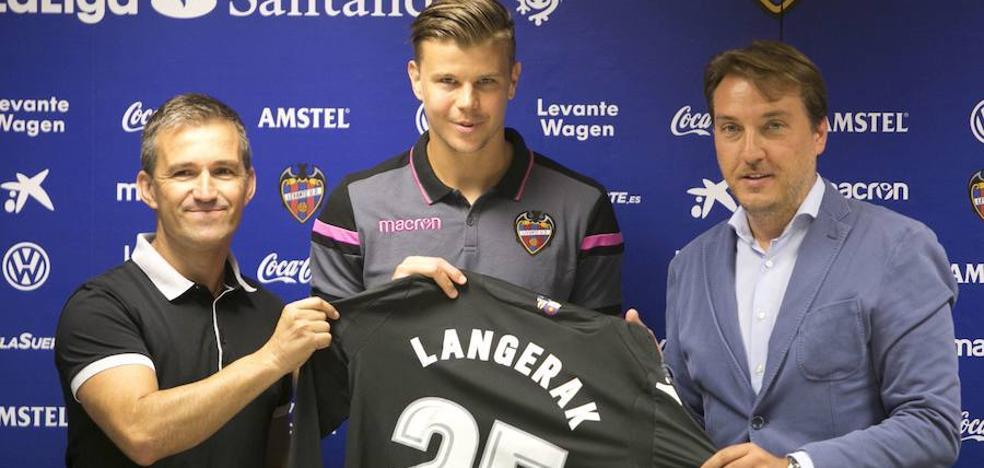 El Levante oficializa el traspaso de Langerak