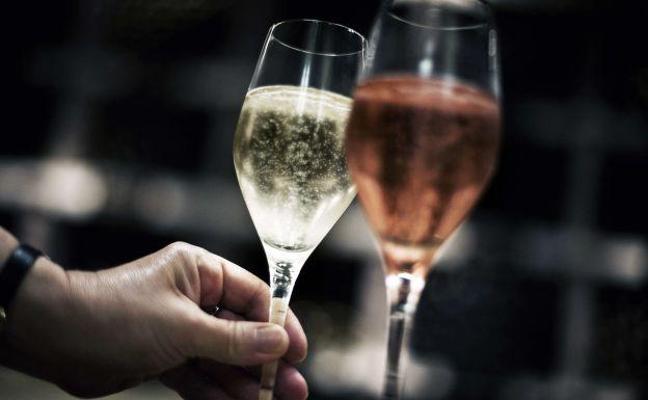 Beber vino es bueno para aprender idiomas, según un estudio