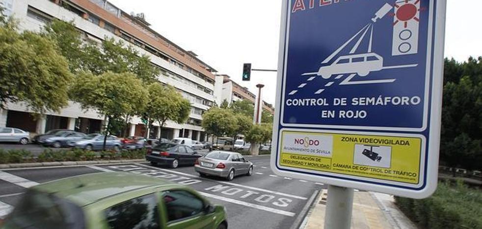 Valencia paraliza las multas del sistema foto-rojo hasta aclarar su legalidad