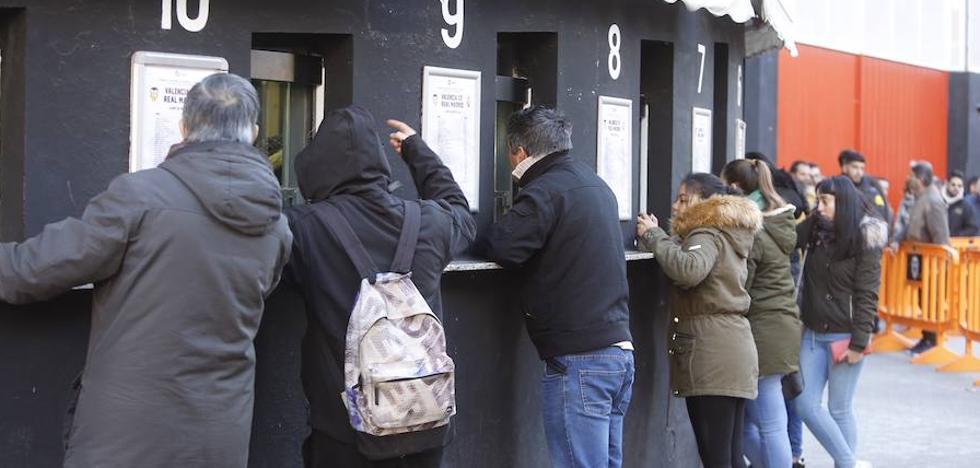 El Valencia CF evita las colas en la venta de entradas para el Madrid