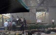 Al menos 75 heridos al hundirse el techo del vestíbulo de la Bolsa de Yakarta