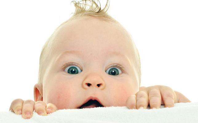 Los bebés respiran altos niveles de suciedad cuando gatean