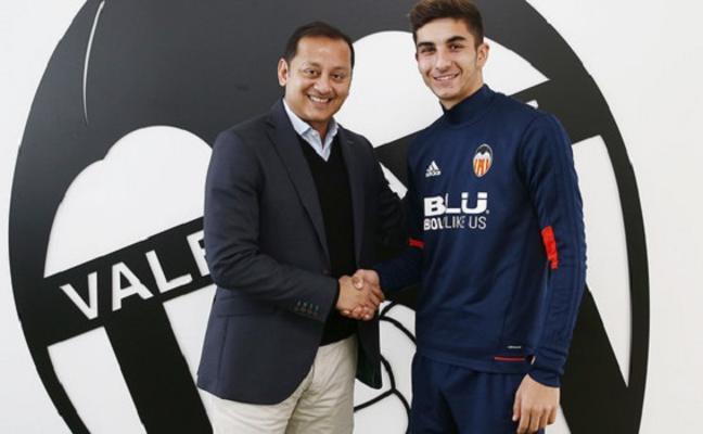 Ferran Torres pasa al primer equipo y la cláusula sube a 25 millones de euros