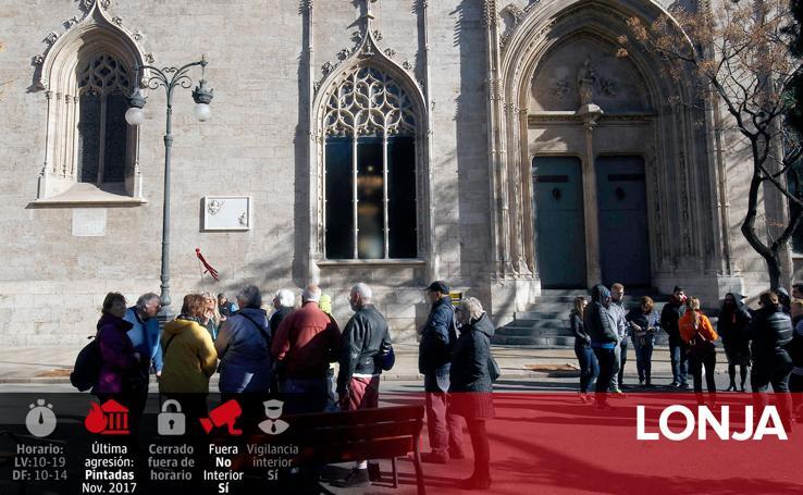 Fotos de monumentos y edificios emblemáticos de Valencia afectados por el vandalismo