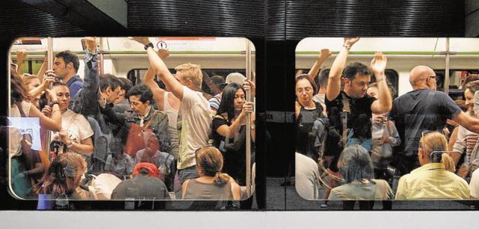 Los objetos más curiosos que los valencianos pierden en el metro