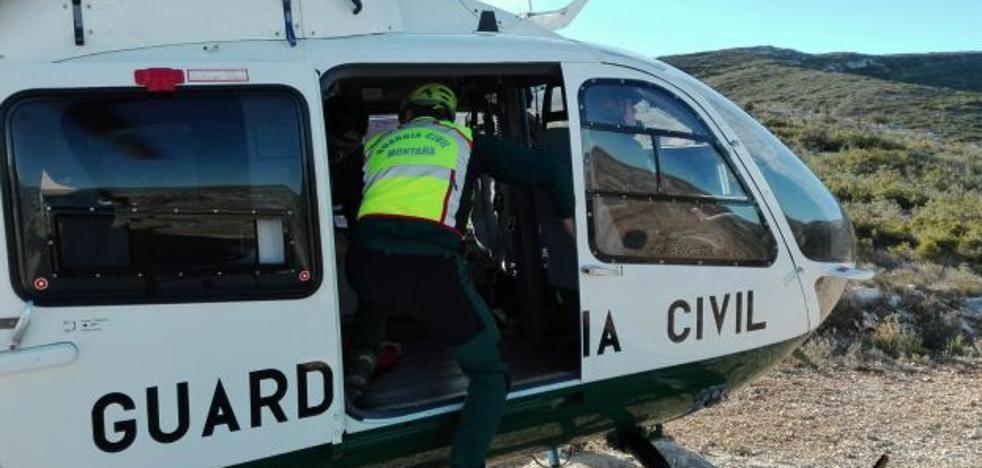 Rescatan en helicóptero a dos corredores de montaña en Ontinyent