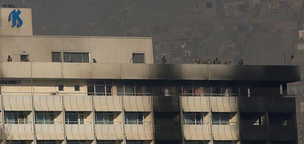 Al menos 18 muertos en el ataque a un hotel de lujo en Kabul