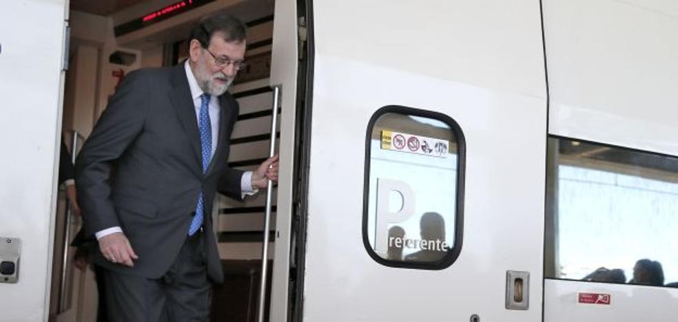 El primer AVE llega a Castellón con media hora de retraso