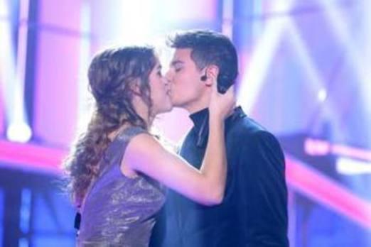 El beso en directo de Amaia y Alfred