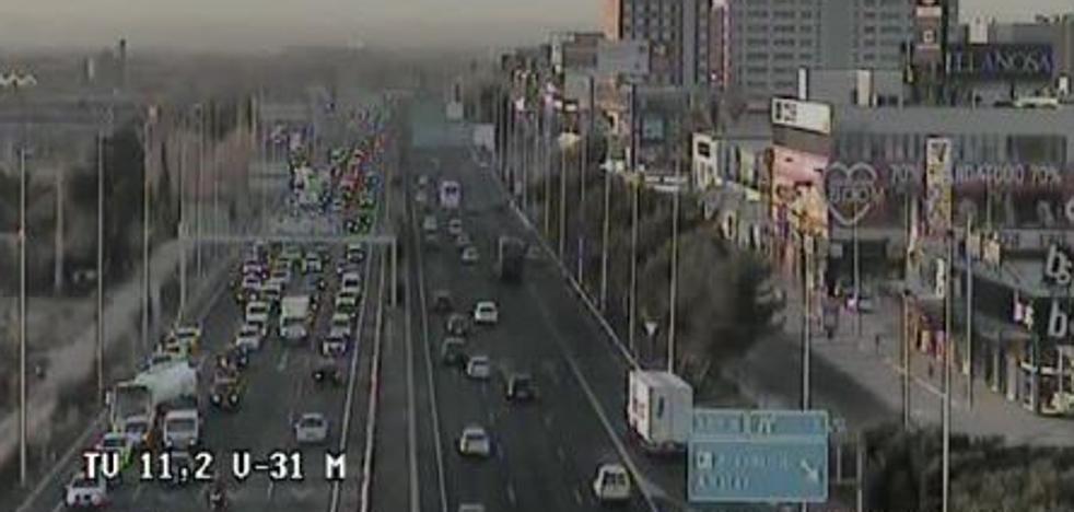 Un accidente provoca atascos kilométricos en la Pista de Silla de entrada a Valencia