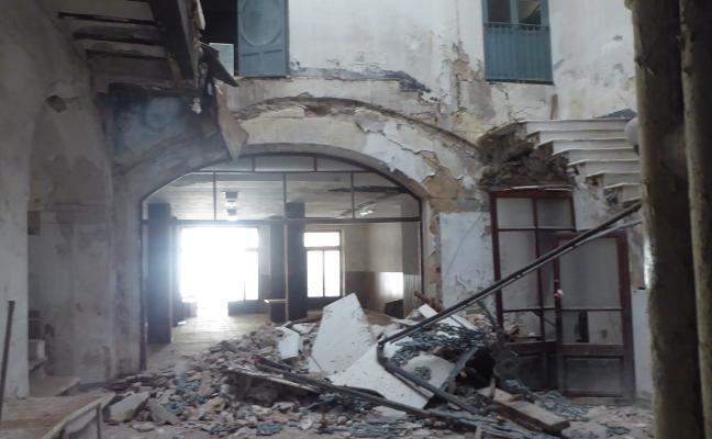 Se derrumba la escalera gótica de la Casa Palacio de los Sanç d'Alboi de Xàtiva