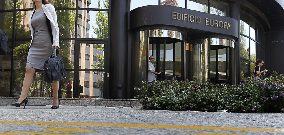 La falta de oficinas adecuadas en Valencia entorpece la llegada de firmas catalanas