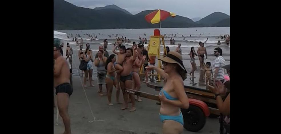 La ingeniosa técnica utilizada para encontrar a los padres de un niño perdido en una playa